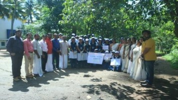 Clean Kerala Drive: In connection with Clean Kerala Campaign our students have collected plastic materials from their homes and handed over to Vadakarapathy Panchayath Vice President, Sri. Anil Kumar. As a part of this project, a group of 25 student cleaned the school premises and the public roads. Our Ahalia Radio team covered the entire programme.